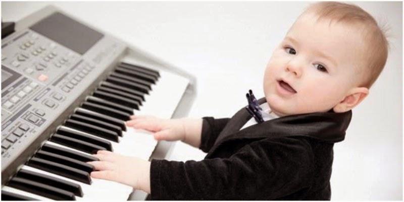 Foto-bayi-laki-laki-keren-main-piano Kisah Inspiratif - Piano dan Anak Kecil Cerita Inspirasi Cerita Motivasi Cerpen Inspiratif